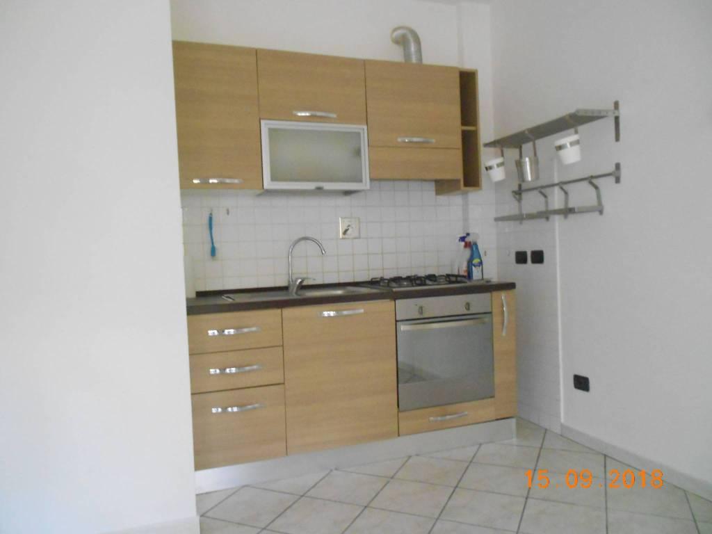 Appartamento parzialmente arredato in affitto Rif. 7900017