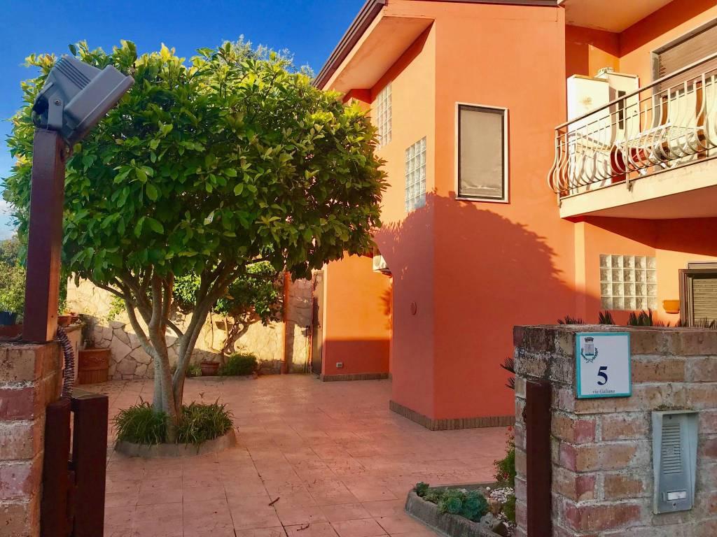 Appartamento in buone condizioni in vendita Rif. 7908771