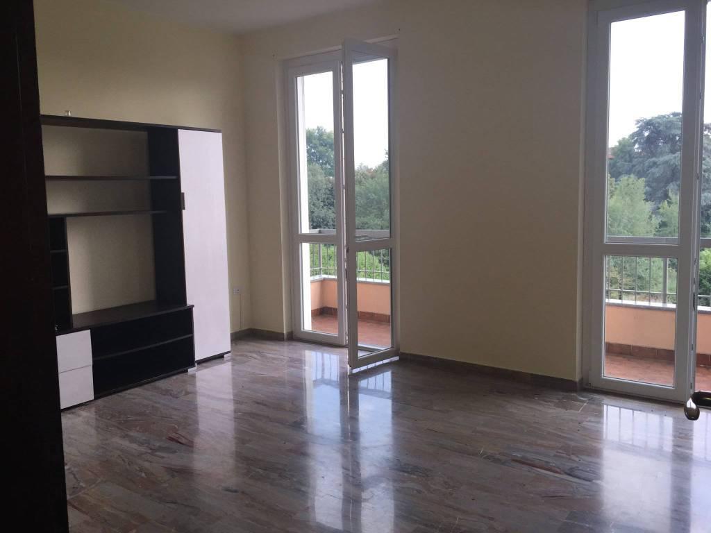 Appartamento in buone condizioni arredato in affitto Rif. 7083674