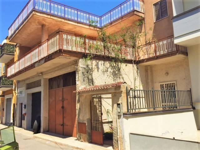 Stabile / Palazzo da ristrutturare in vendita Rif. 7910328