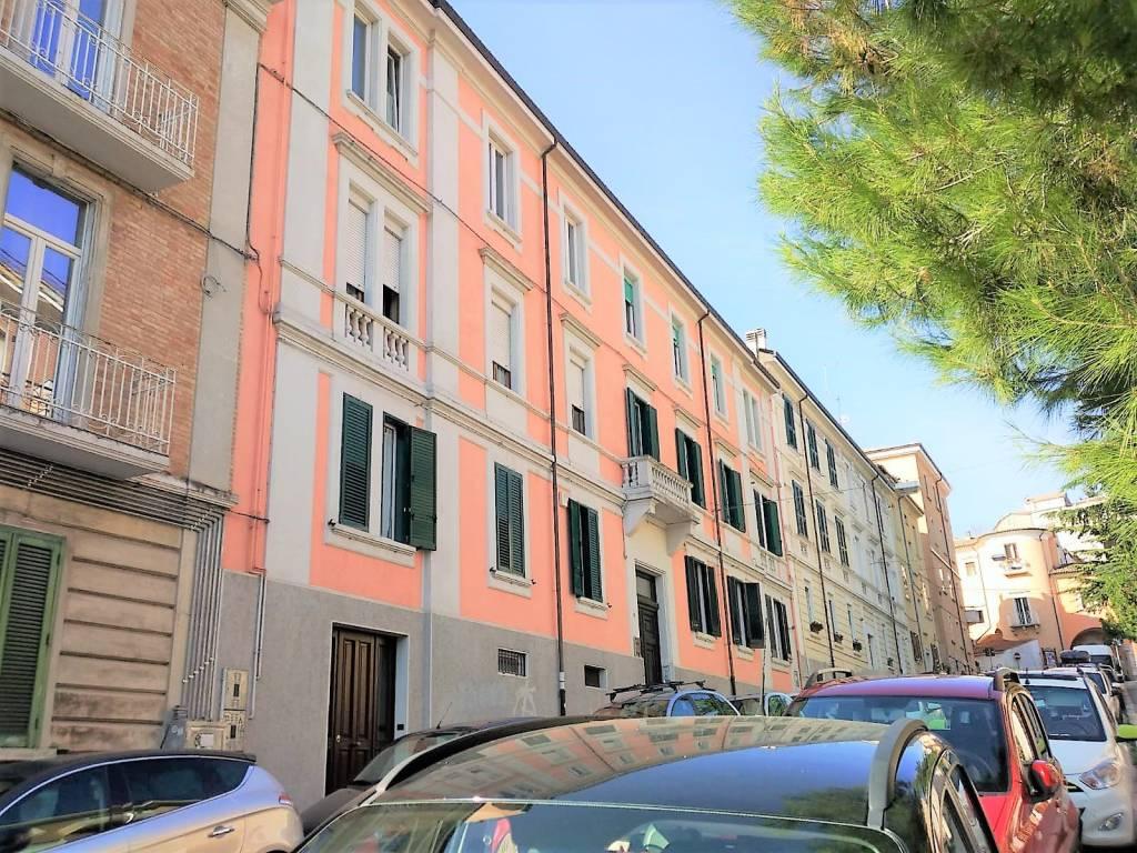 Appartamento in ottime condizioni in affitto Rif. 7911346