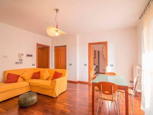 Appartamento in buone condizioni arredato in affitto Rif. 7908826