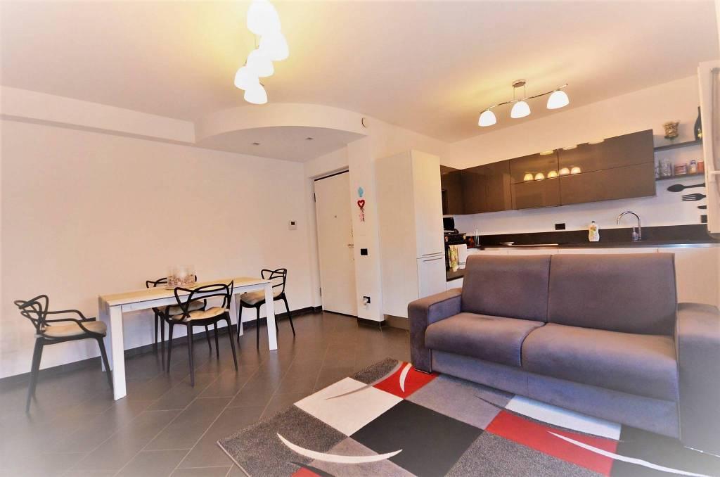 Appartamento in ottime condizioni in vendita Rif. 8896693