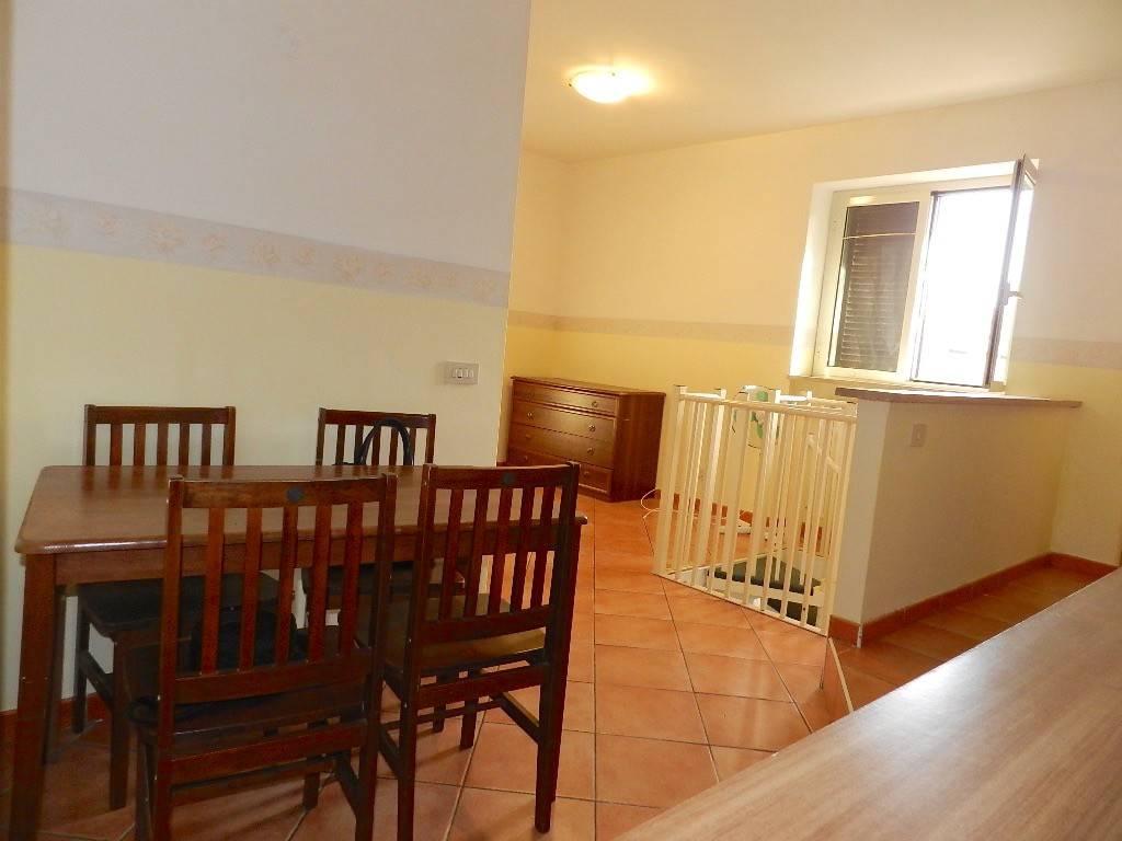 Appartamento in ottime condizioni arredato in affitto Rif. 7907467