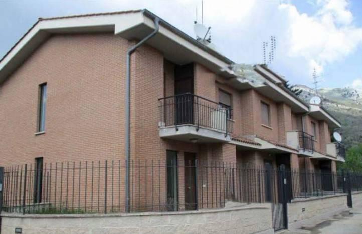 Appartamento in buone condizioni in vendita Rif. 9078314