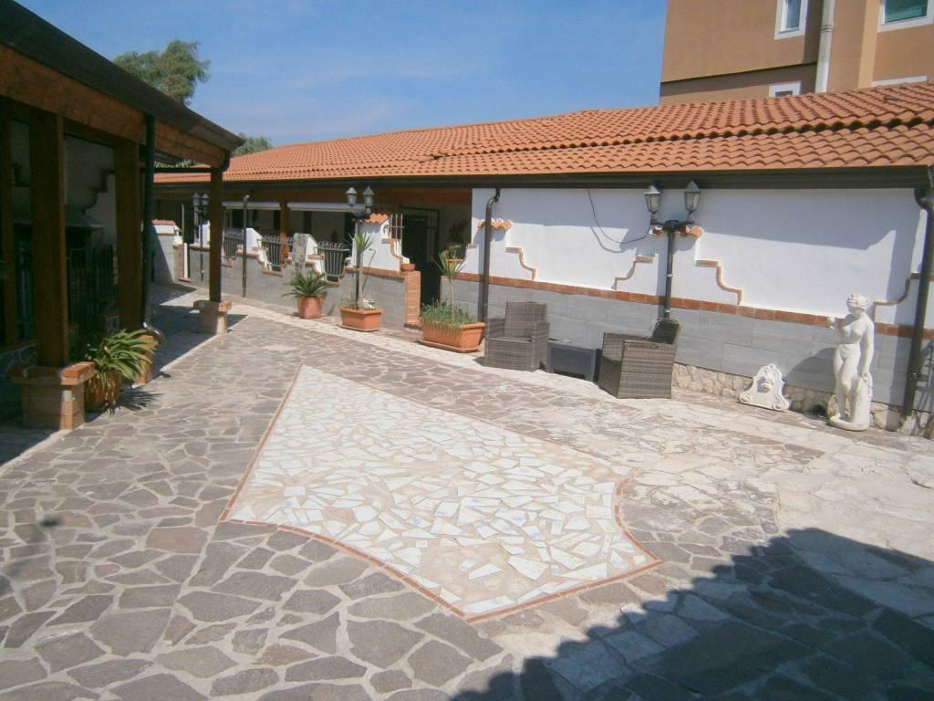 Appartamento in ottime condizioni in affitto Rif. 7909745