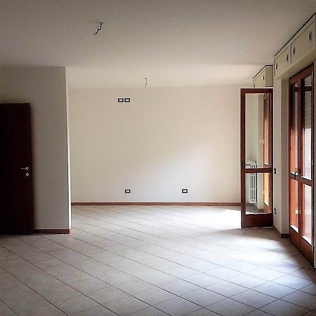 Appartamento in buone condizioni in affitto Rif. 7807215