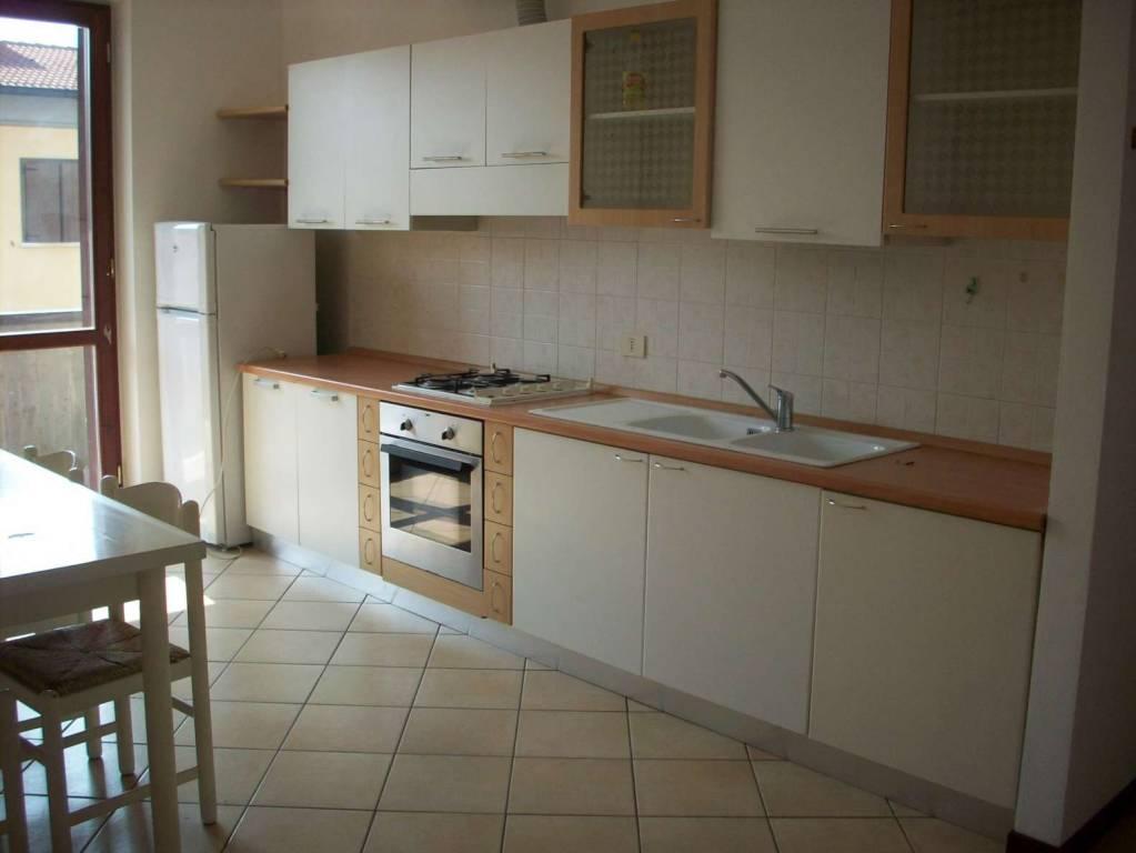 Appartamento in buone condizioni arredato in affitto Rif. 7909523