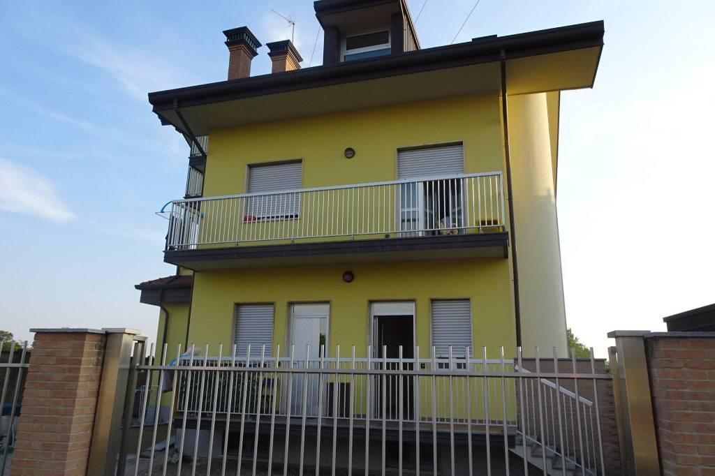 Appartamento in ottime condizioni in affitto Rif. 7908029