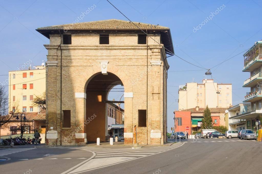 Negozio-locale in Affitto a Ravenna Centro: 2 locali, 50 mq