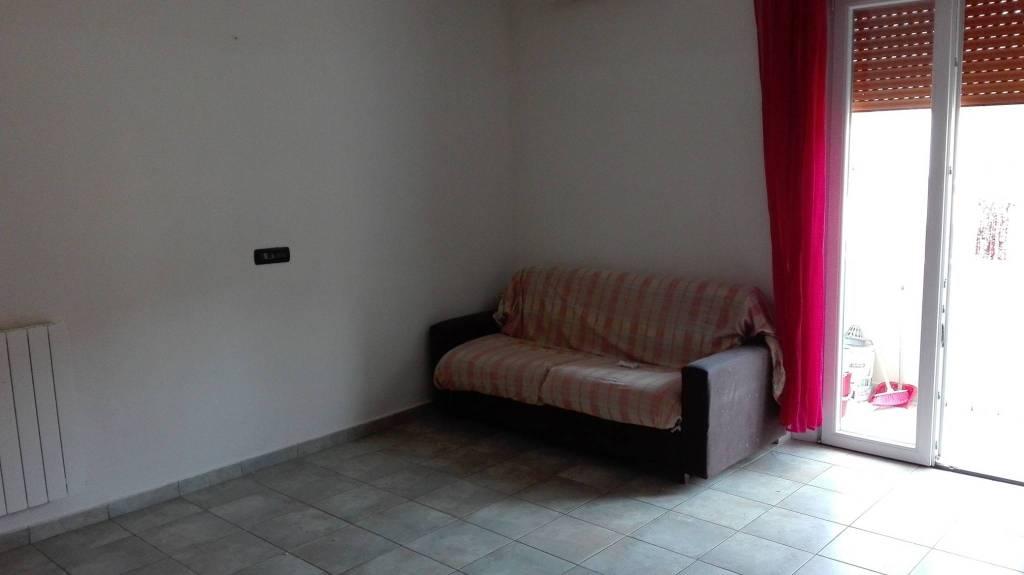 Appartamento in buone condizioni parzialmente arredato in affitto Rif. 7908598