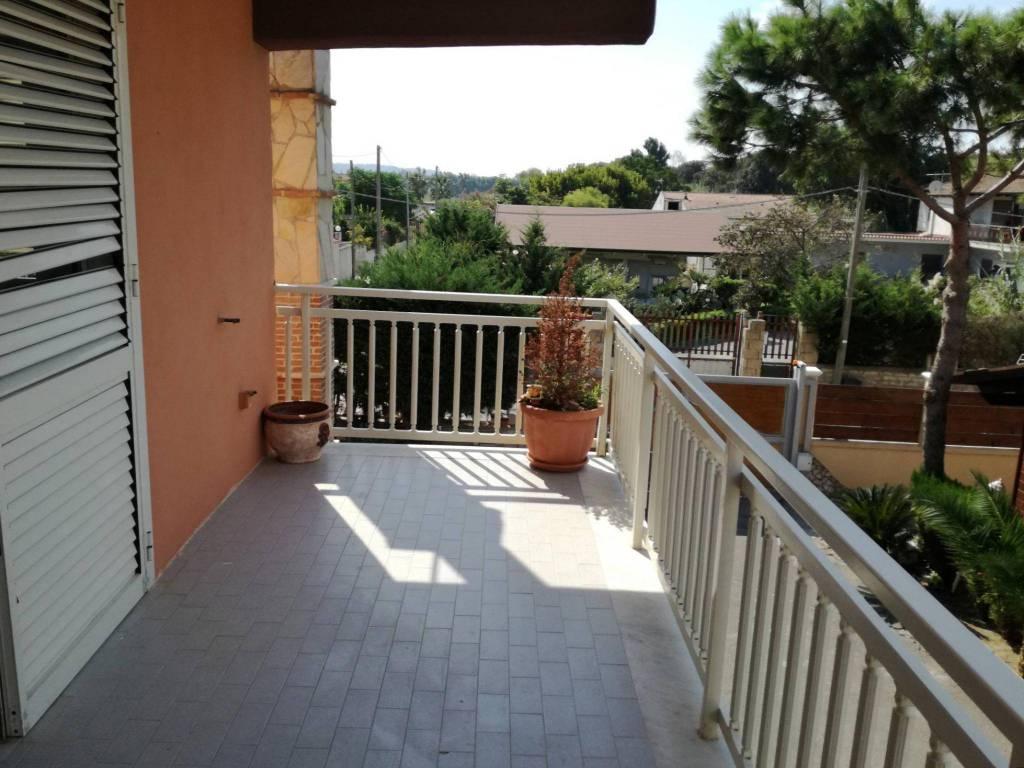 Appartamento in buone condizioni in affitto Rif. 7907392