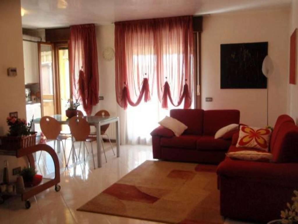 Appartamento in ottime condizioni parzialmente arredato in vendita Rif. 7931189