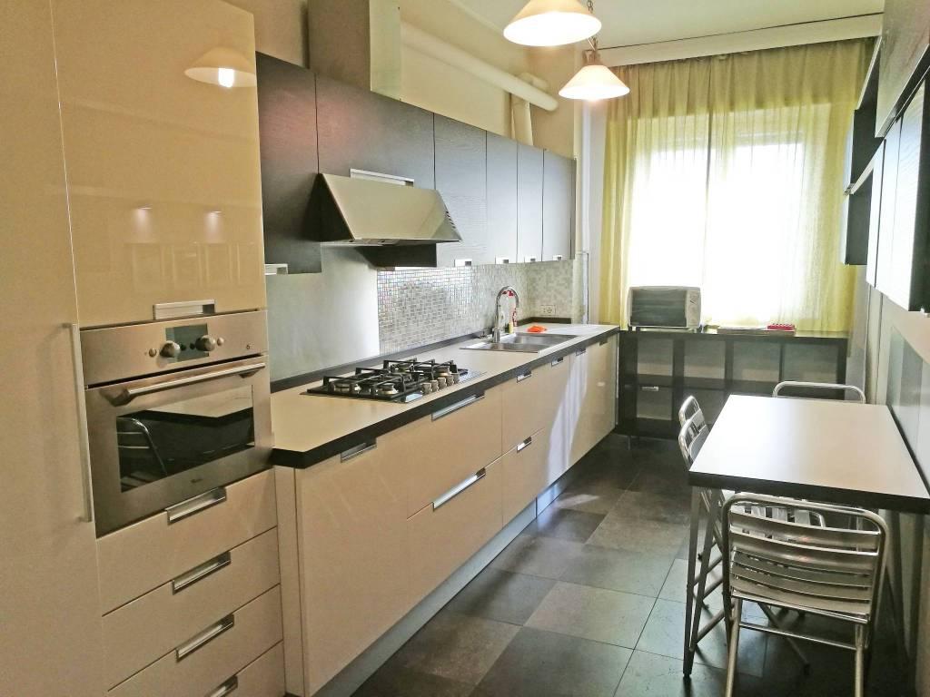 Appartamento in ottime condizioni parzialmente arredato in vendita Rif. 7907317