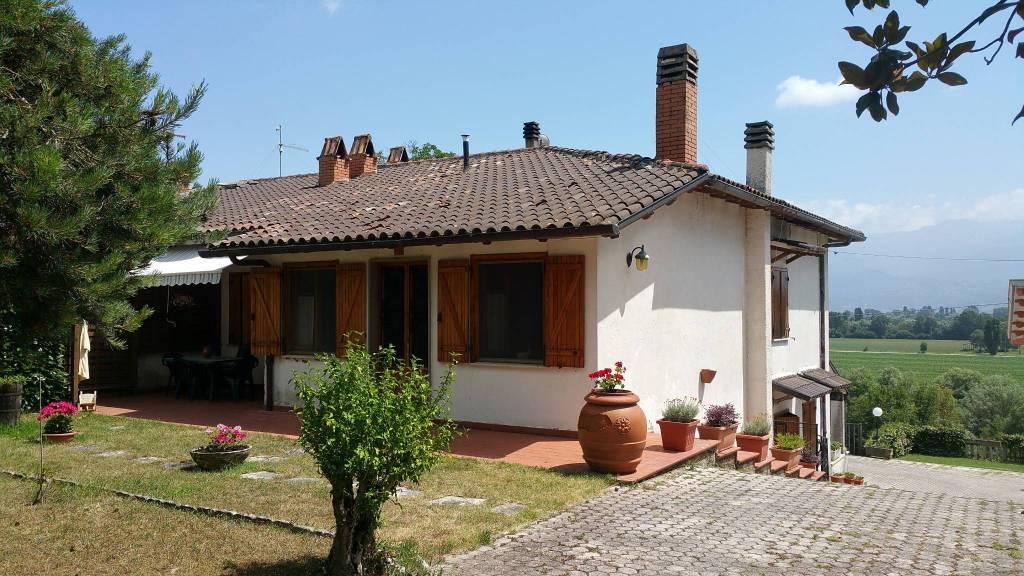 Rieti località Terria ampia villa con annessi circostanti