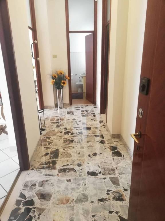 Appartamento in buone condizioni in vendita Rif. 8465399