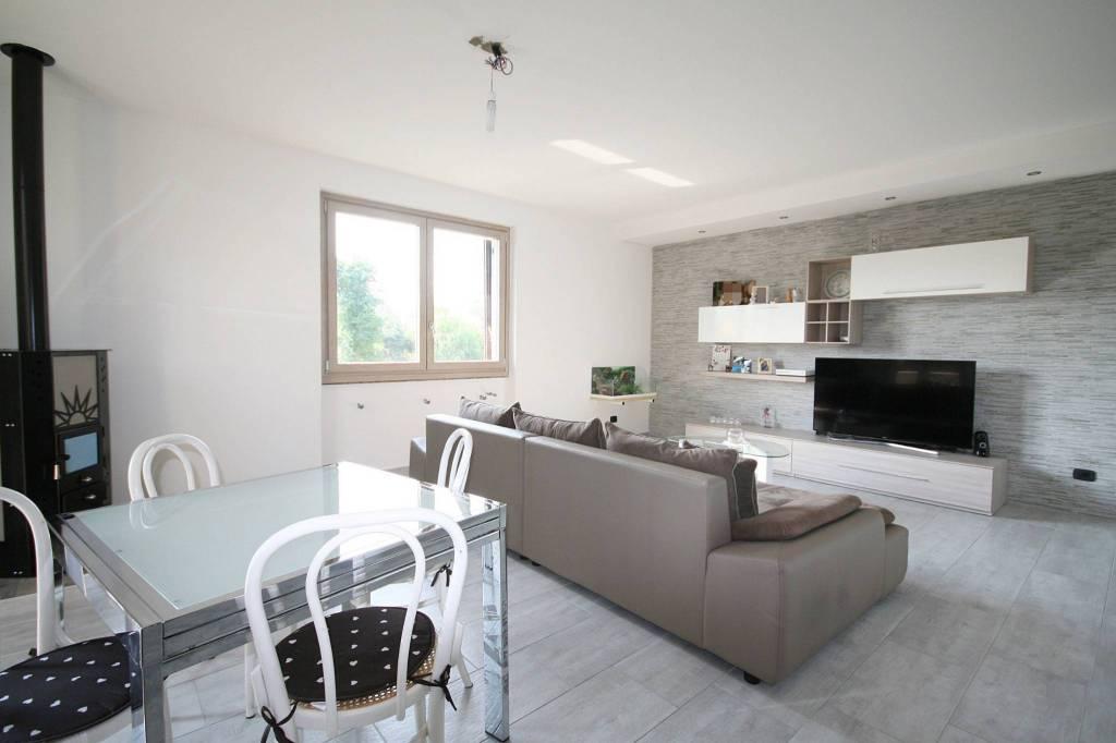 Villa in vendita a Merone, 8 locali, prezzo € 399.000 | PortaleAgenzieImmobiliari.it