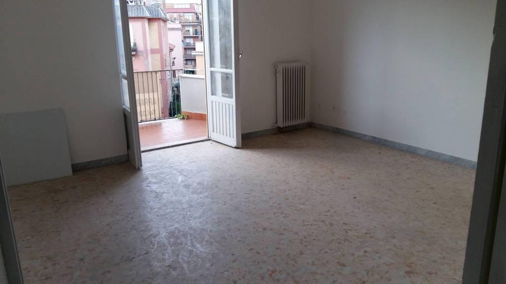Appartamento da ristrutturare in vendita Rif. 7933649