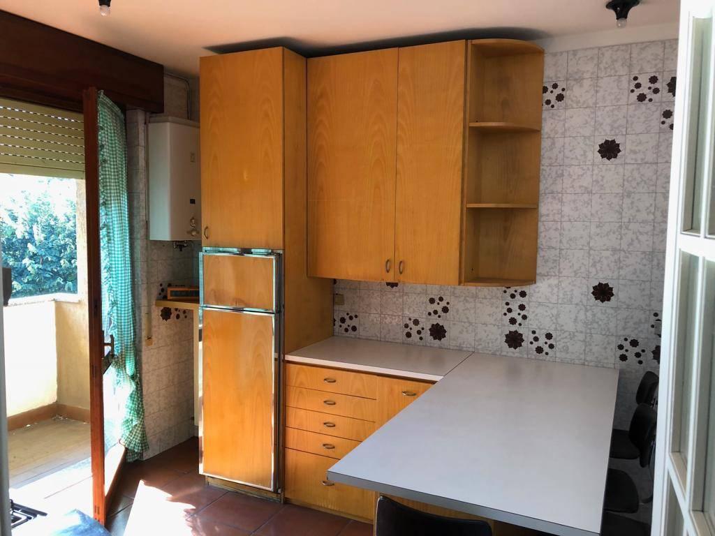 Appartamento in buone condizioni arredato in affitto Rif. 8227063