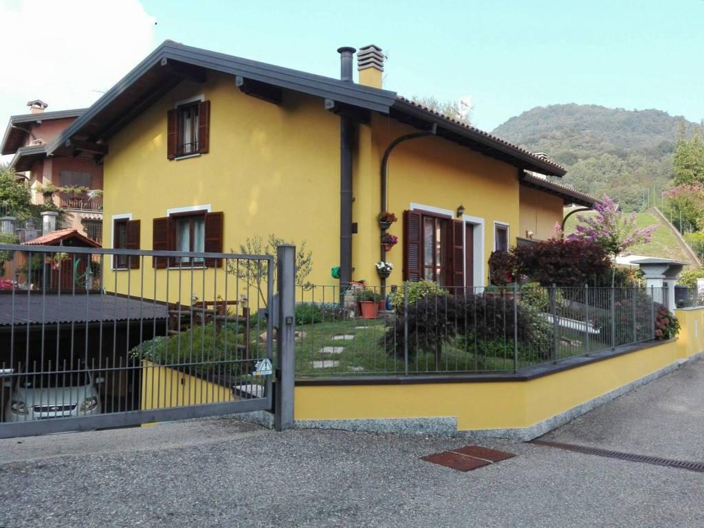 Villa in vendita a Bedero Valcuvia, 4 locali, prezzo € 265.000 | CambioCasa.it