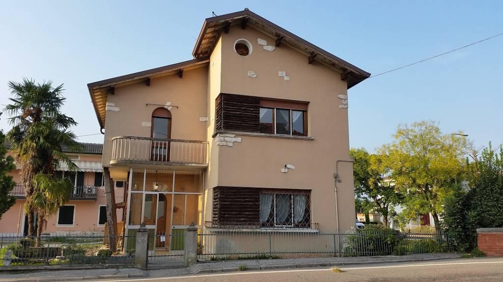 Villa in Vendita a Erbè