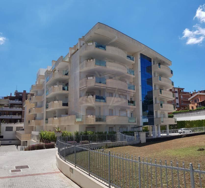 Appartamento in ottime condizioni in affitto Rif. 7927298