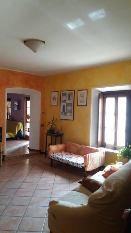 CAMERI:mansarda di tre locali piu' doppi servizi con terrazz