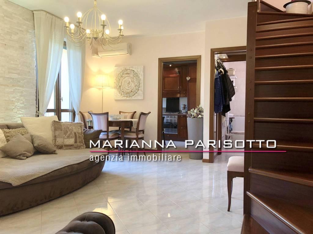 Appartamento in buone condizioni in vendita Rif. 7930605