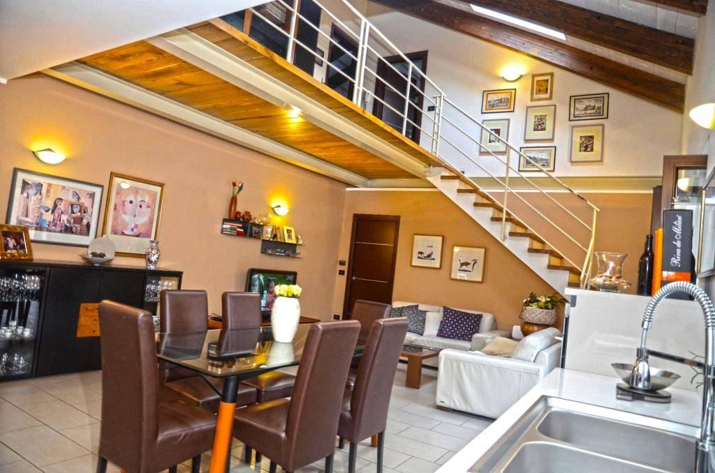 Appartamento in ottime condizioni in vendita Rif. 7928388