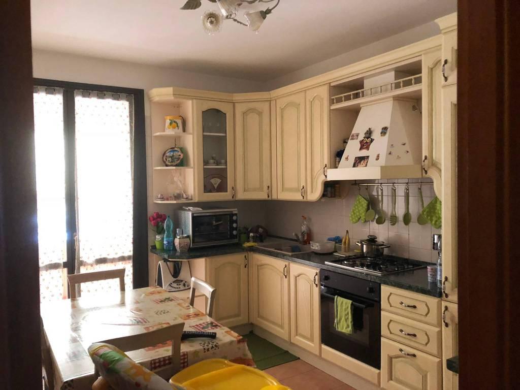 Appartamento in ottime condizioni arredato in vendita Rif. 7929141
