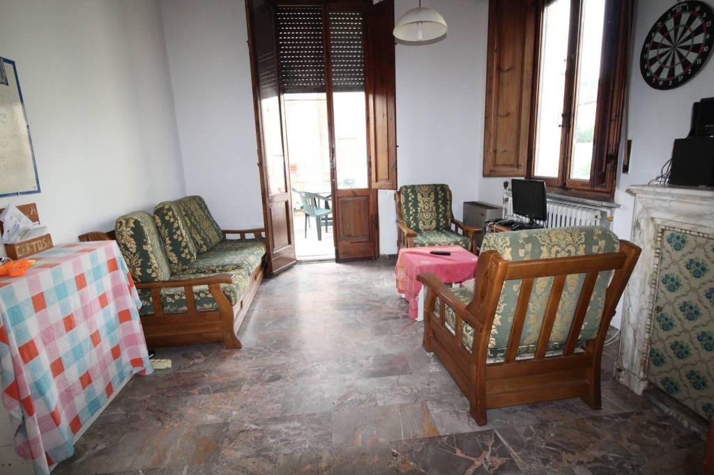 Appartamento in buone condizioni arredato in affitto Rif. 7932998