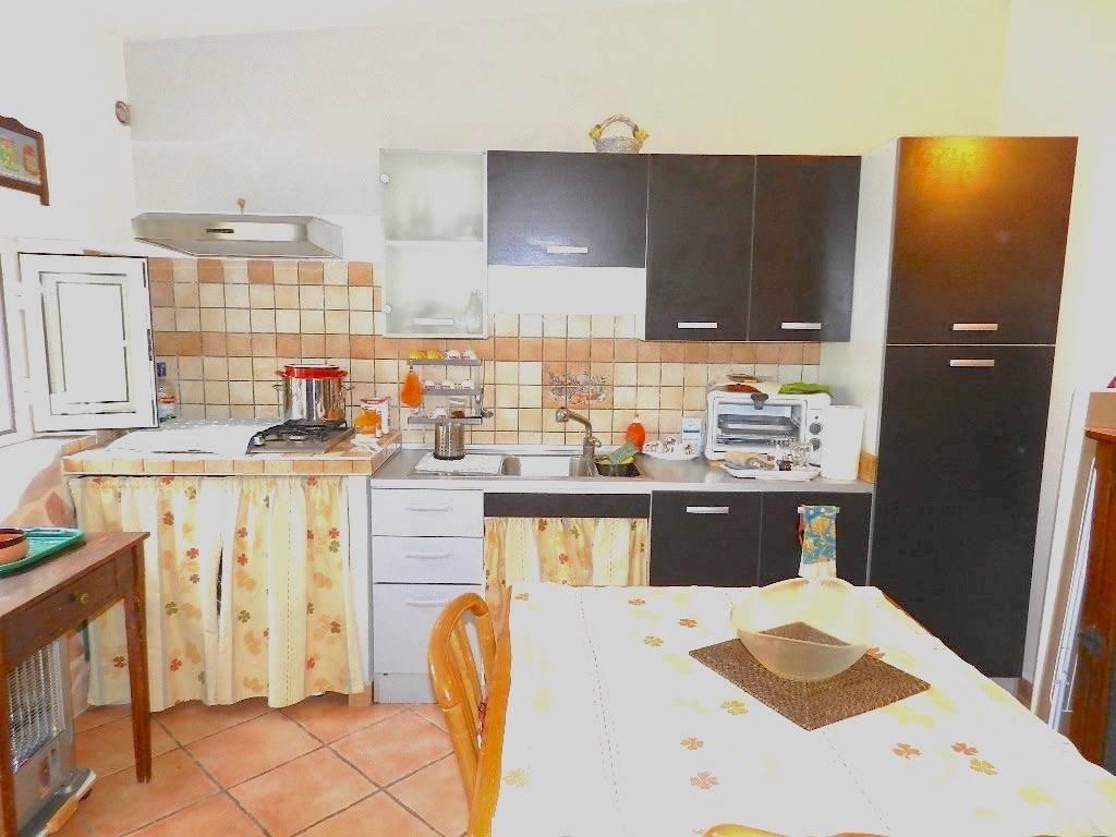 Appartamento in buone condizioni arredato in affitto Rif. 7925617