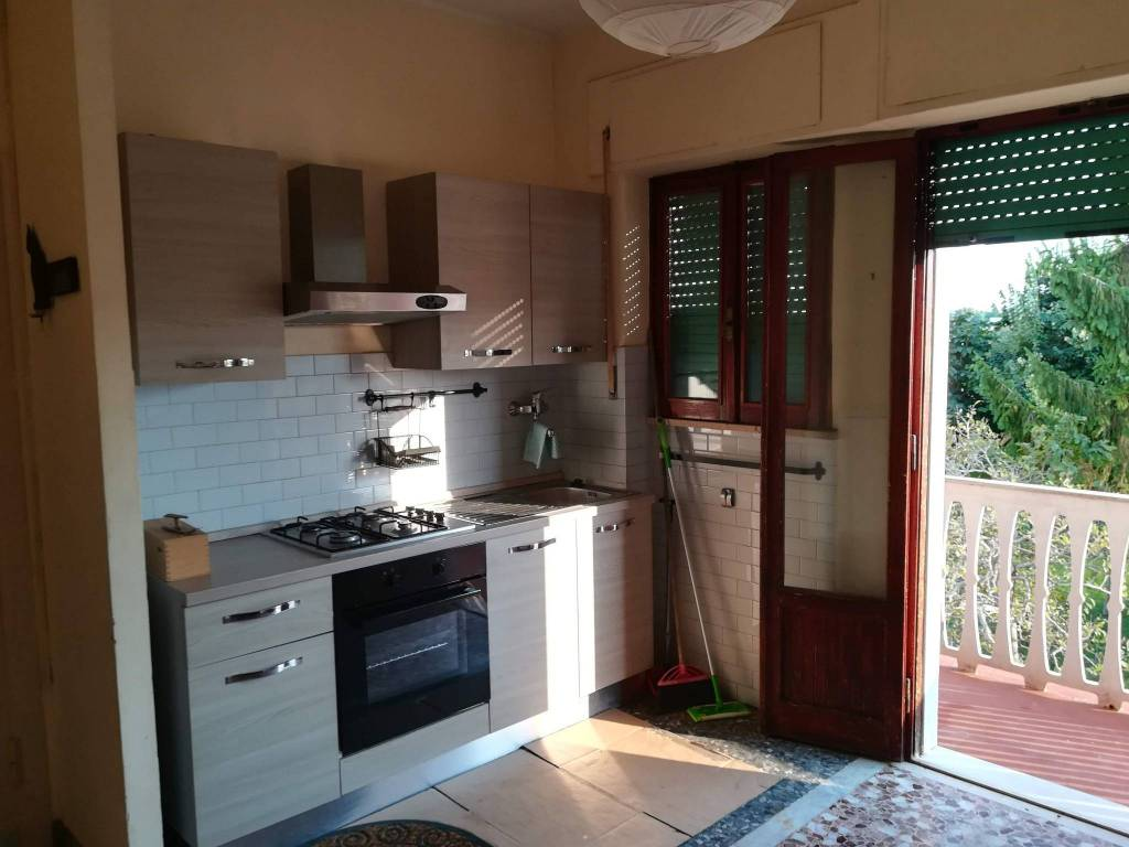 Appartamento in buone condizioni parzialmente arredato in affitto Rif. 7930940