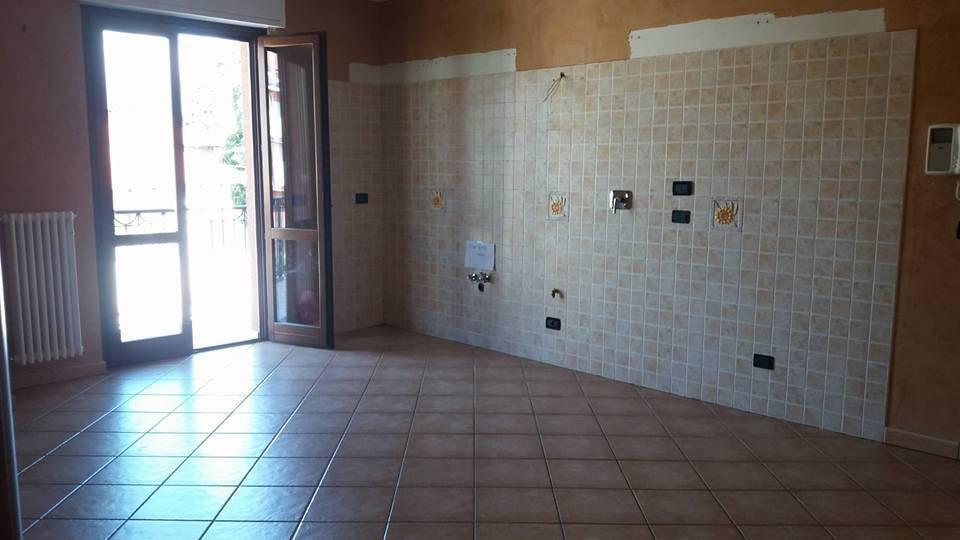 Appartamento in affitto a Ciriè, 3 locali, prezzo € 600   CambioCasa.it