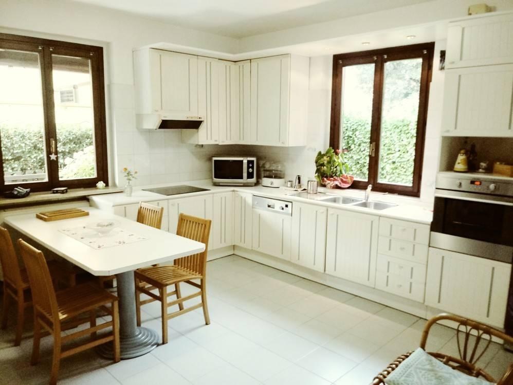 Villa in ottime condizioni parzialmente arredato in vendita Rif. 7934878