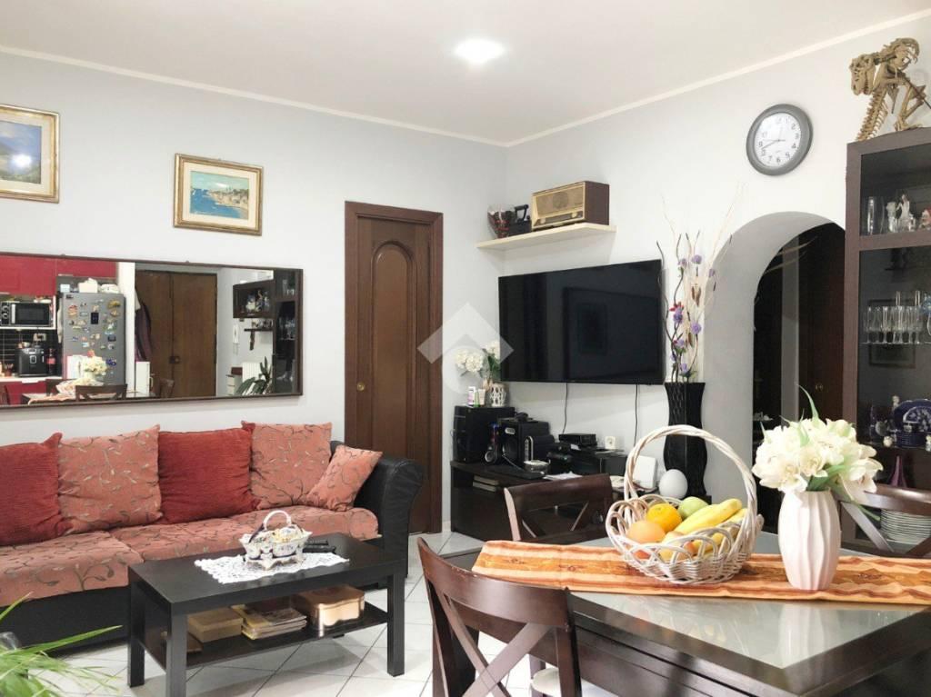 Appartamento in buone condizioni in vendita Rif. 9259581