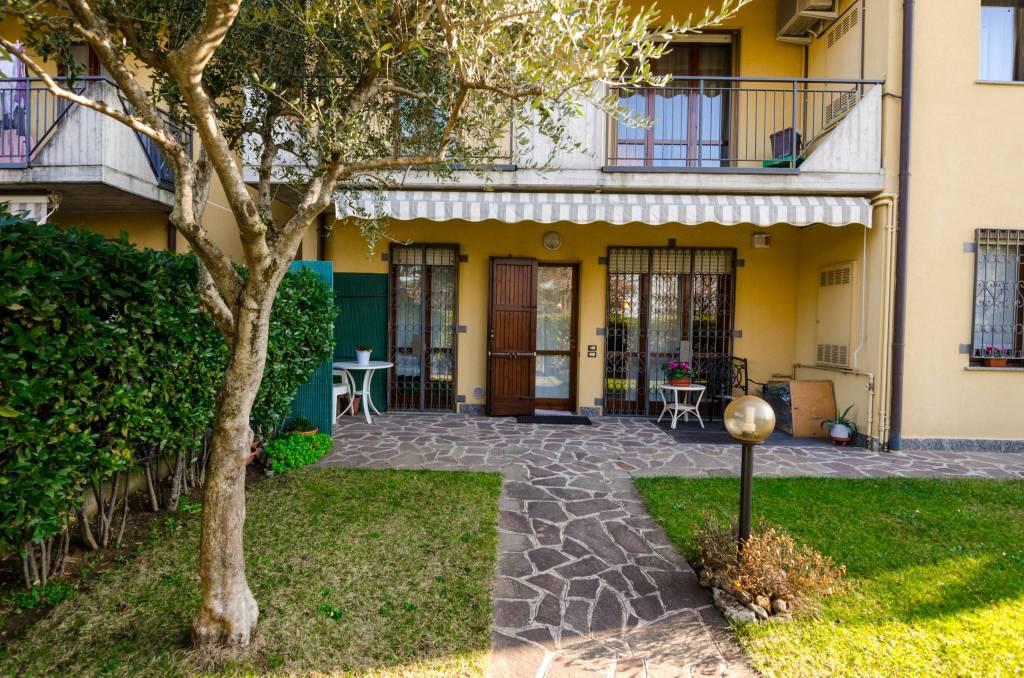 Appartamento in ottime condizioni in vendita Rif. 7926637
