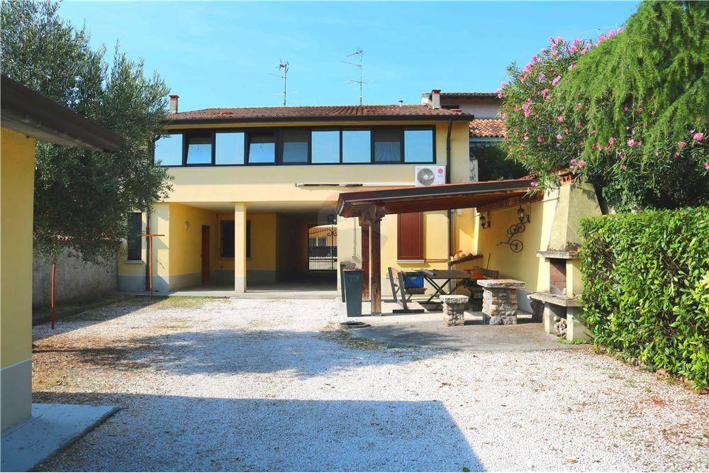 Soluzione Indipendente in vendita a Leno, 8 locali, prezzo € 279.000 | PortaleAgenzieImmobiliari.it