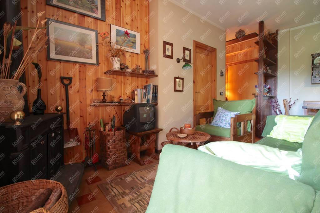 Appartamento in buone condizioni in vendita Rif. 8910917