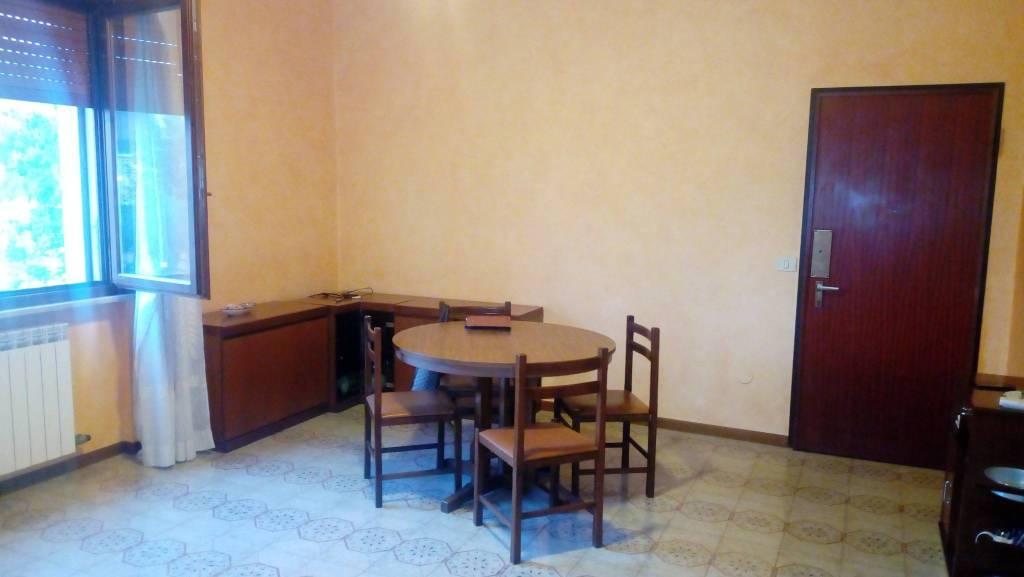 Appartamento in buone condizioni arredato in vendita Rif. 7925368