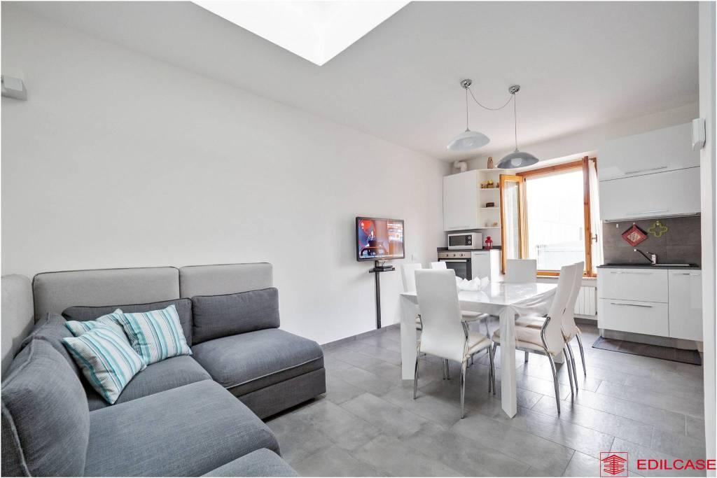 Appartamento in ottime condizioni arredato in vendita Rif. 7927186