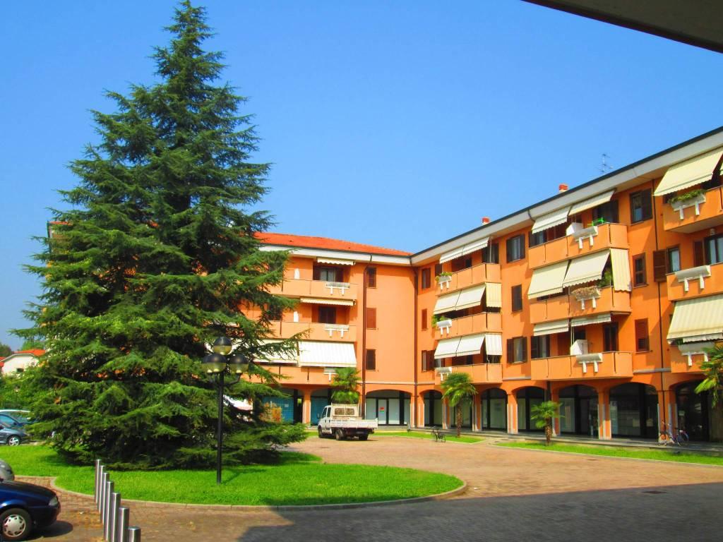 Appartamento in ottime condizioni parzialmente arredato in vendita Rif. 7926388