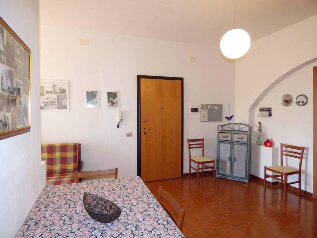 Appartamento in buone condizioni in vendita Rif. 9179615