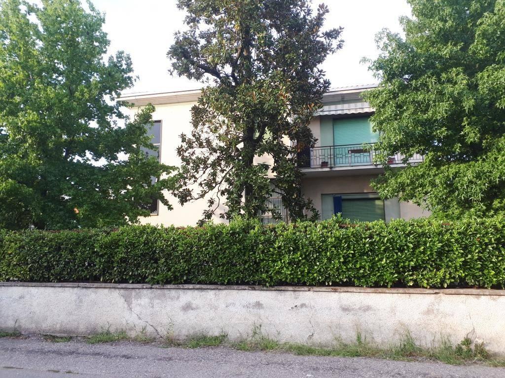 Appartamento in buone condizioni arredato in affitto Rif. 7930599