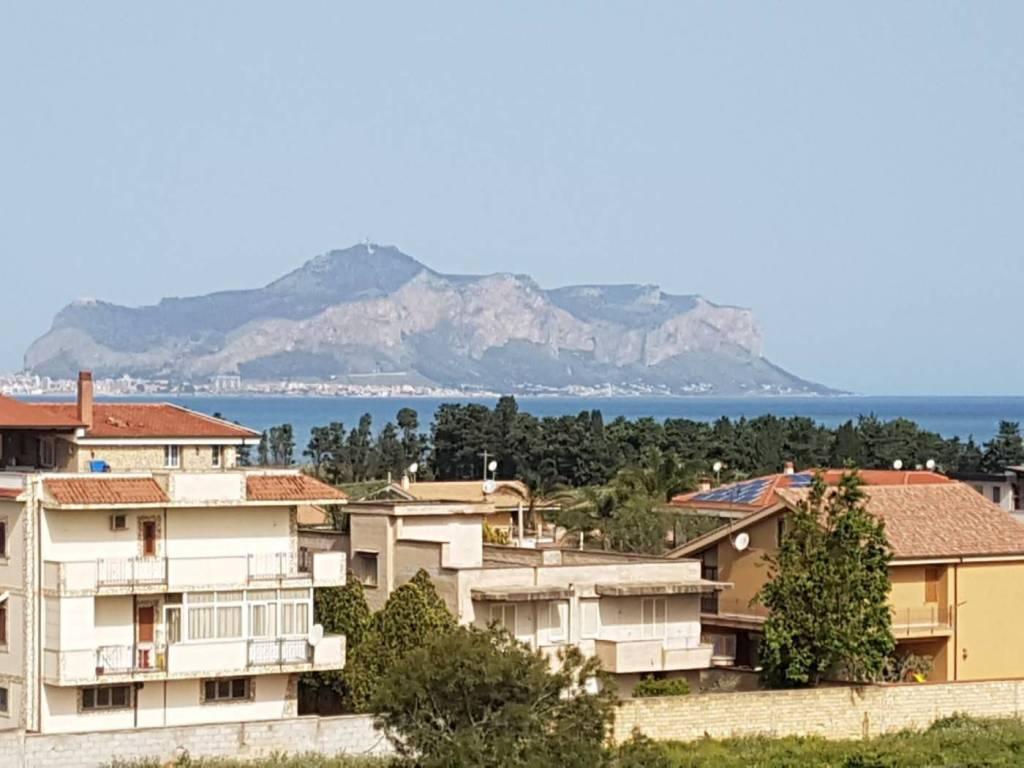 Appartamento in buone condizioni in affitto Rif. 7931522