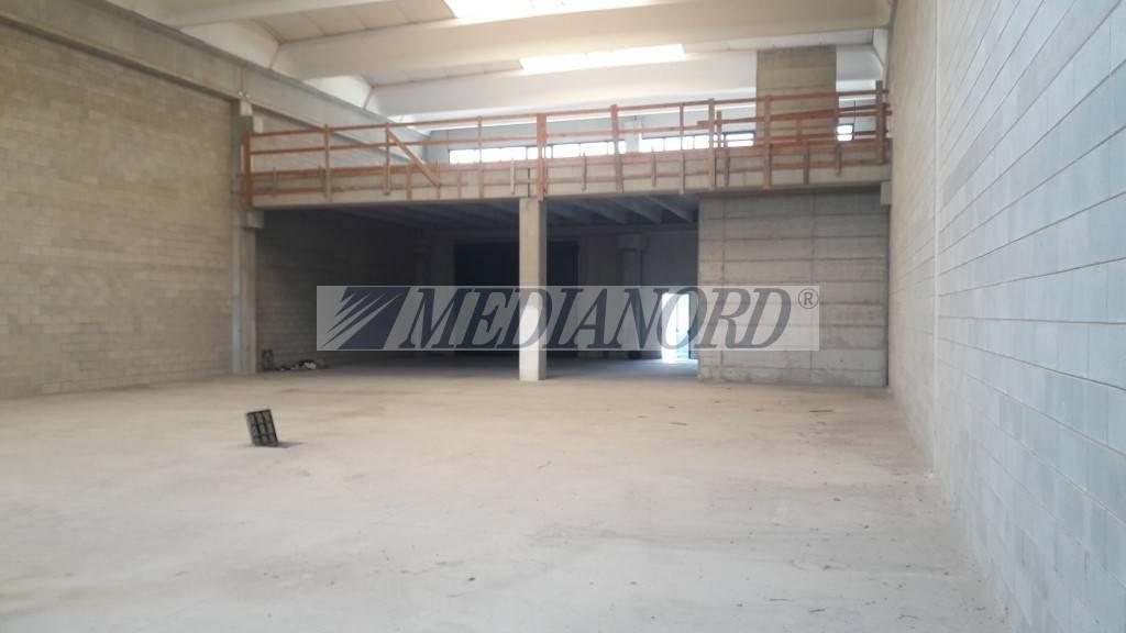 Cisano Bergamasco, vendesi capannone a rustico 547 mq Rif. 7931115
