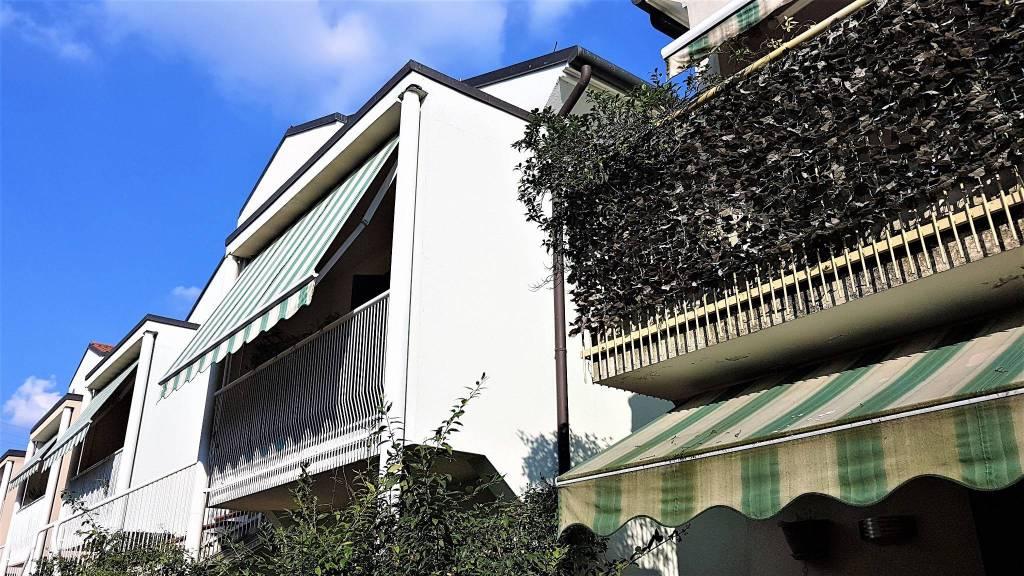 Appartamento in buone condizioni parzialmente arredato in vendita Rif. 7935372