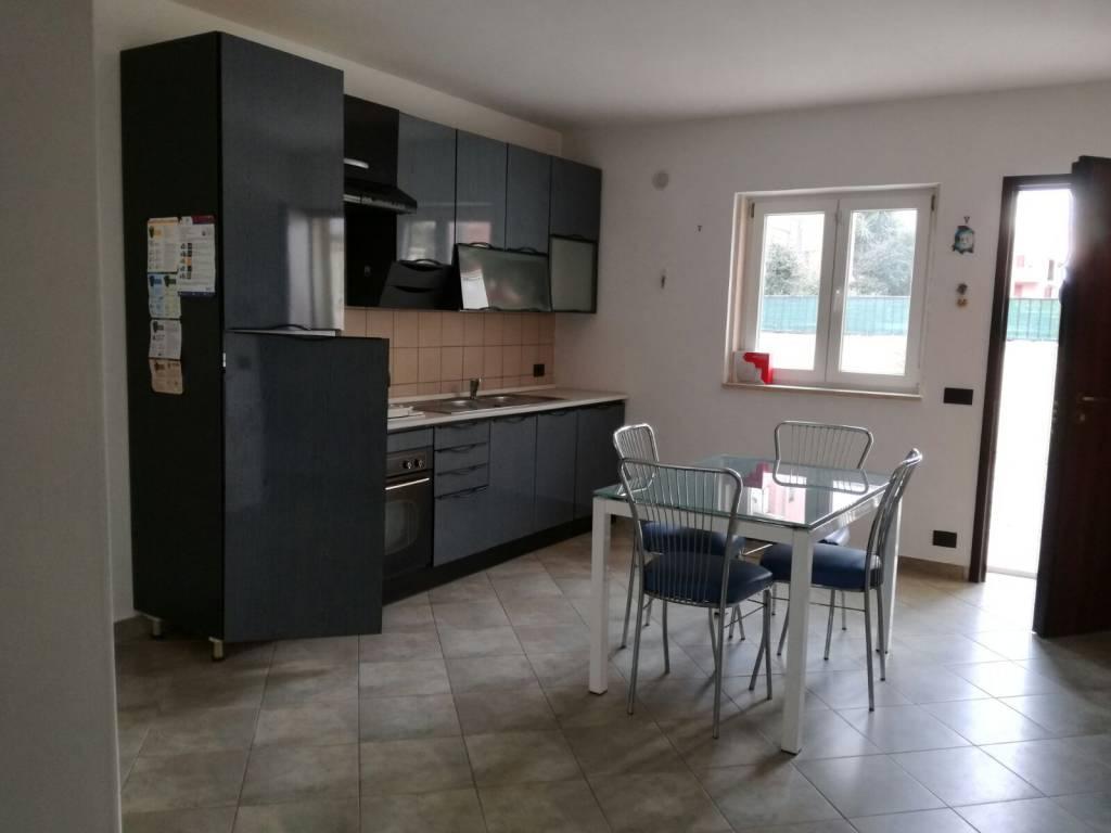 Appartamento in buone condizioni parzialmente arredato in affitto Rif. 7908599