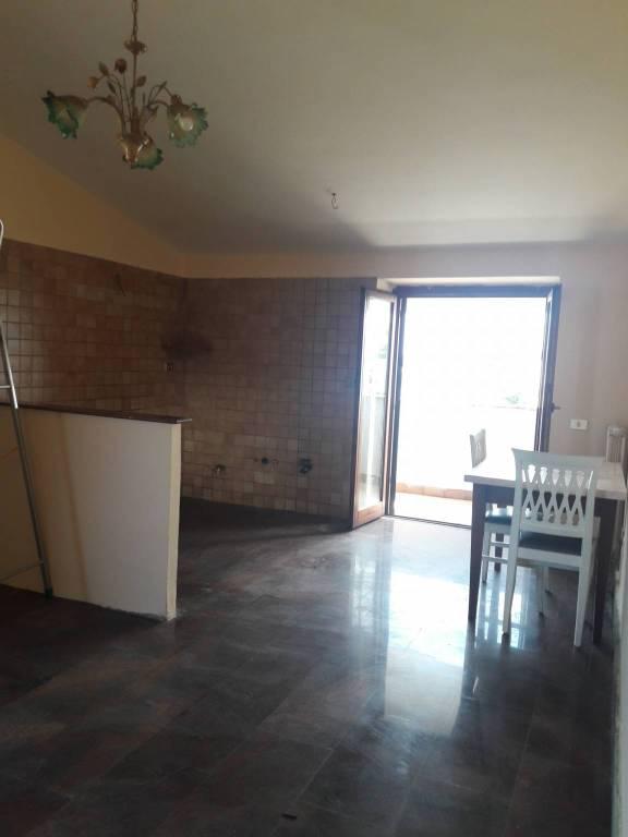 Appartamento in ottime condizioni parzialmente arredato in affitto Rif. 7927598