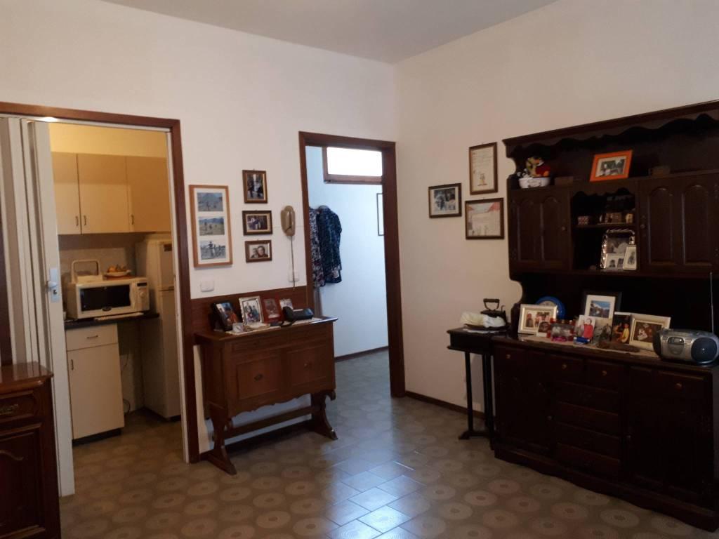 Appartamento in buone condizioni in affitto Rif. 7889206
